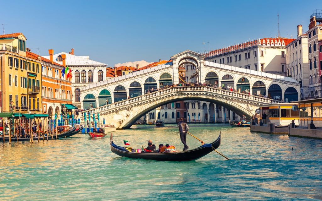 Gondola near the Rialto Bridge, Venice, Italy © Sborisov | Dreamstime 39798077