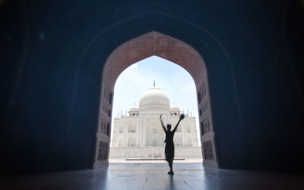 The Taj Mahal, seen from the Jawab Doors in Agra, India © Pavalache Stelian | Dreamstime 19888803