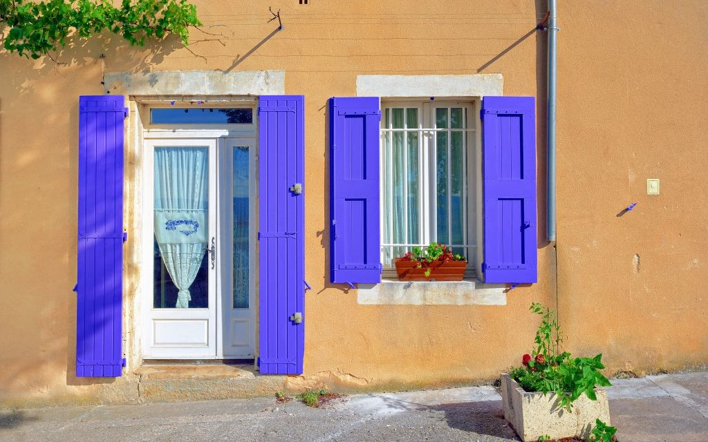 Lavender Shutters in Bonnieux Village, Provence, France © Oleg Znamenskiy | Dreamstime 51371935