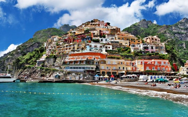 Positano, Italy on the Amalfi Coast © Freesurf69 | Dreamstime 26968677